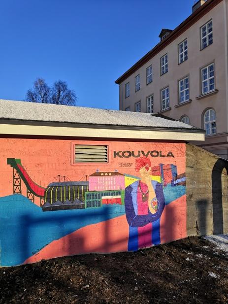 Seinämaalaus Kankaan koulun pihalla Kouvolassa.
